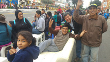 Fotos: así vive el público la previa de la Gran Parada Militar