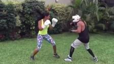Rocío Miranda practica boxeo junto a Jonathan Maicelo