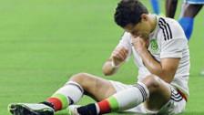Chicharito Hernández se rompió la mano al caer de las escaleras
