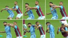 Video: Sergio Agüero sería suspendido por polémico codazo ante West Ham