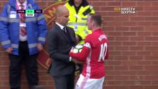 Manchester United vs. Manchester City: Rooney empujó a Guardiola por no darle el balón