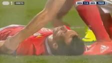 Benfica: Grimaldo recibió un pelotazo en la cara y se desmayó