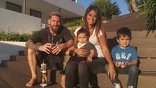 Messi publicó emotiva foto junto a Antonella Roccuzzo y sus hijos