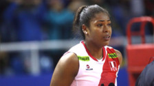 Ángela Leyva, la voleibolista más popular del mundo que jugaba básquet