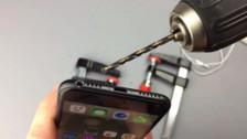 Un usuario taladró un iPhone 7 para usar sus audífonos