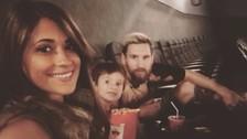Lionel Messi aprovecha su descanso para ir al cine con su esposa e hijo
