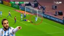 Gonzalo Higuaín se falló un gol sin arquero en las Eliminatorias