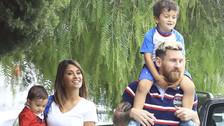 Las tiernas imágenes de Messi y Antonella recogiendo a Thiago