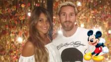 Lionel Messi y Antonella Roccuzzo se divierten en Disney, según Mundo Deportivo