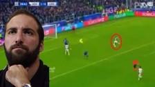 Gonzalo Higuaín volvió a fallar un gol solo frente al arquero en Champions