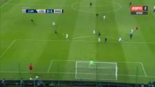 Gareth Bale anotó un golazo de volea tras un minuto de juego