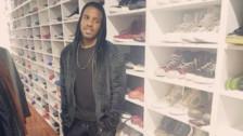 Jefferson Farfán lució su impresionante colección de zapatillas