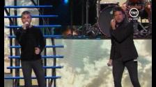 Juanes y Pablo López arrancan la ceremonia de los #GrammyLatino. #LatinGRAMMY