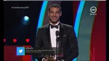 Manuel Medrano se lleva el primer #GrammyLatino de la noche como Mejor Artista Nuevo. #LatinGRAMMY