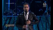 Reik en el escenario de los #LatinGRAMMY canta