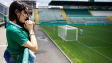 Los hinchas del Chapecoense lloran a sus jugadores