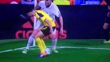 Benzema sorprendió con su habilidad y le hizo una genial huacha a Bartra