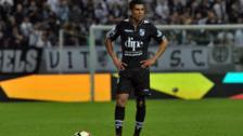 Paolo Hurtado le dio el triunfo al Vitória Guimaraes con golazo de tiro libre