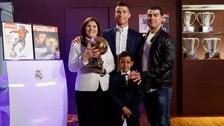 Cristiano Ronaldo recibió el Balón de Oro en una íntima ceremonia