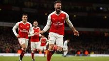 Giroud anotó un golazo de 'sombrerito' en la victoria del Arsenal