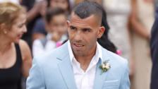 Robaron casa de Carlos Tevez mientras festejaba su boda en Uruguay