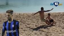 Argentino 'Papu' Gómez y la patada voladora que casi quiebra a su hijo