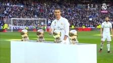 Cristiano Ronaldo presentó su cuarto Balón de Oro en el Santiago Bernabéu