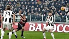 Volea y adentro: golazo de Carlos Bacca a la Juventus por Copa de Italia
