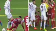 Lewandowski agredió a un rival y le reclamó por la acción