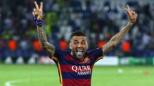 Dani Alves criticó a la directiva del Barcelona por provocar su salida
