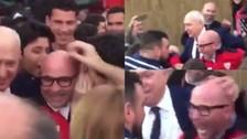 El emotivo trato de los hinchas de Sevilla con Sampaoli por su gran temporada