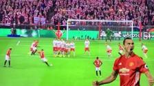 Zlatan Ibrahimovic anotó un golazo de tiro libre en la final de la Copa de Liga