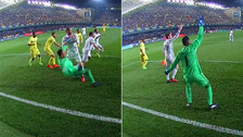 El empujón de Bale a Navas que acabó en falta a favor del Real Madrid