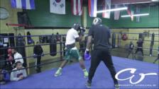 Padre llevó a su hijo a luchar con boxeador por golpear a sus compañeros