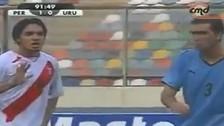 El día en que Juan Vargas enfrentó a Diego Godín en un Perú vs. Uruguay