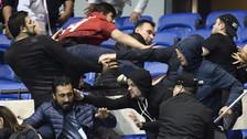 Previo al Olympique Lyon - Besiktas: batalla campal y peleas en las tribunas