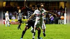 Fue amonestado por falta que no fue y Rodrigo Caio se lo dijo al árbitro