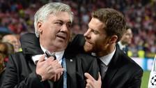 El emotivo recibimiento de Xabi Alonso y Ancelotti en el Santiago Bernabéu