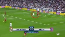 El blooper de Hummels que casi acaba en gol de Benzema