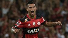 Miguel Trauco entrenó con su hijo en las prácticas del Flamengo