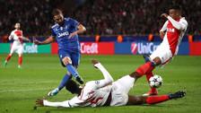 Higuaín anotó un golazo luego de recibir un pase de taco de Dani Alves
