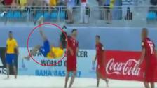 Brasileño hizo llorar a sus rivales con golazo de chalaca