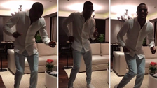 Patrice Evra se lució con un divertido baile para animar a los niños en exámenes