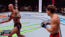 Un tremendo golpe en el rostro dejó 'bailando' a Nico Musoke en la UFC