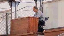 Marcelo Bielsa dirigió entrenamiento desde un escritorio