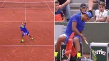Nick Kyrgios rompió dos raquetas tras perder en Roland Garros