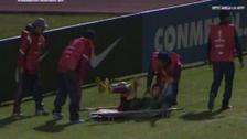 Por demorar juego: camilleros dejaron caer a jugador de Boston River