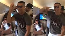 Cristiano Ronaldo se puso a bailar en avión y así reaccionó su novia