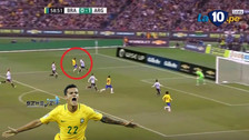 YouTube   Coutinho hizo genial pase de taco y eludió a dos rivales ante Argentina