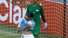 Di María anotó un gol de taco para sellar la goleada ante Singapur